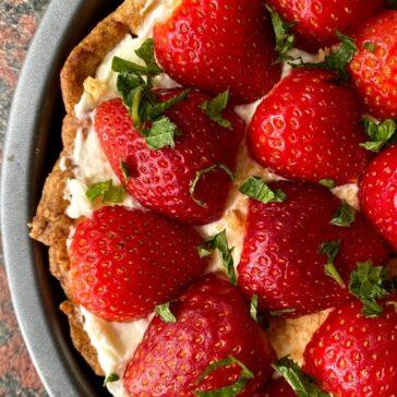 fresh strawberries on a vanilla crew pie